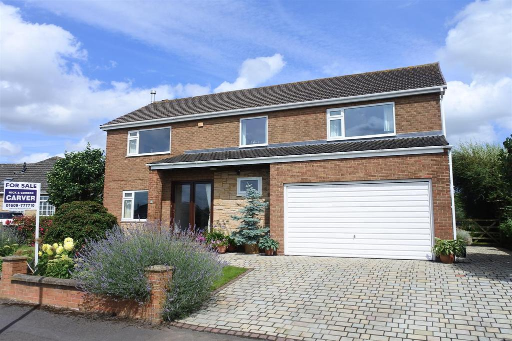 4 Bedrooms Detached House for sale in Thorntree Road, Northallerton