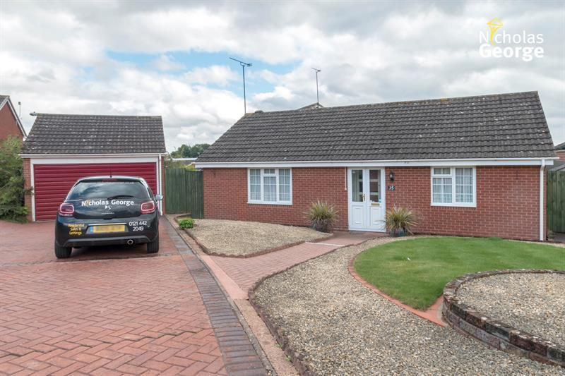 2 Bedrooms Bungalow for sale in Radway Close, Redditch