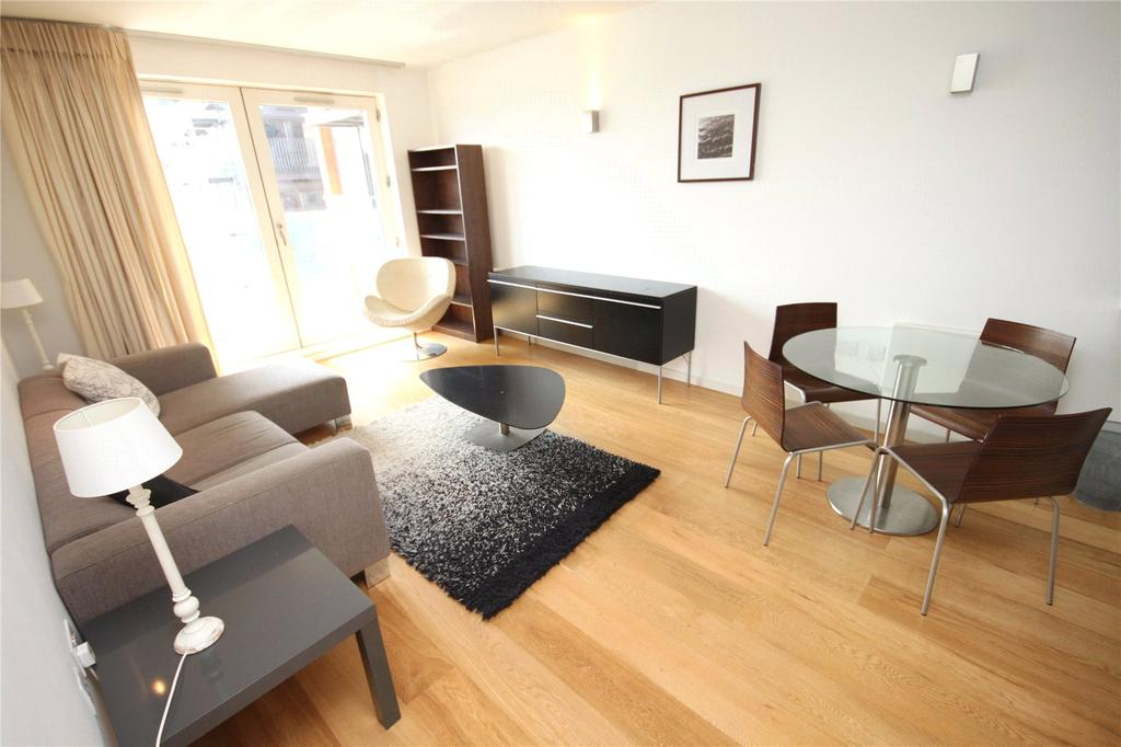2 Bedrooms Flat for sale in Skyline Central, Goulden Street, Manchester, Greater Manchester, M4