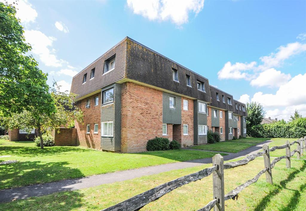 2 Bedrooms Apartment Flat for sale in Elm Grove South, Barnham