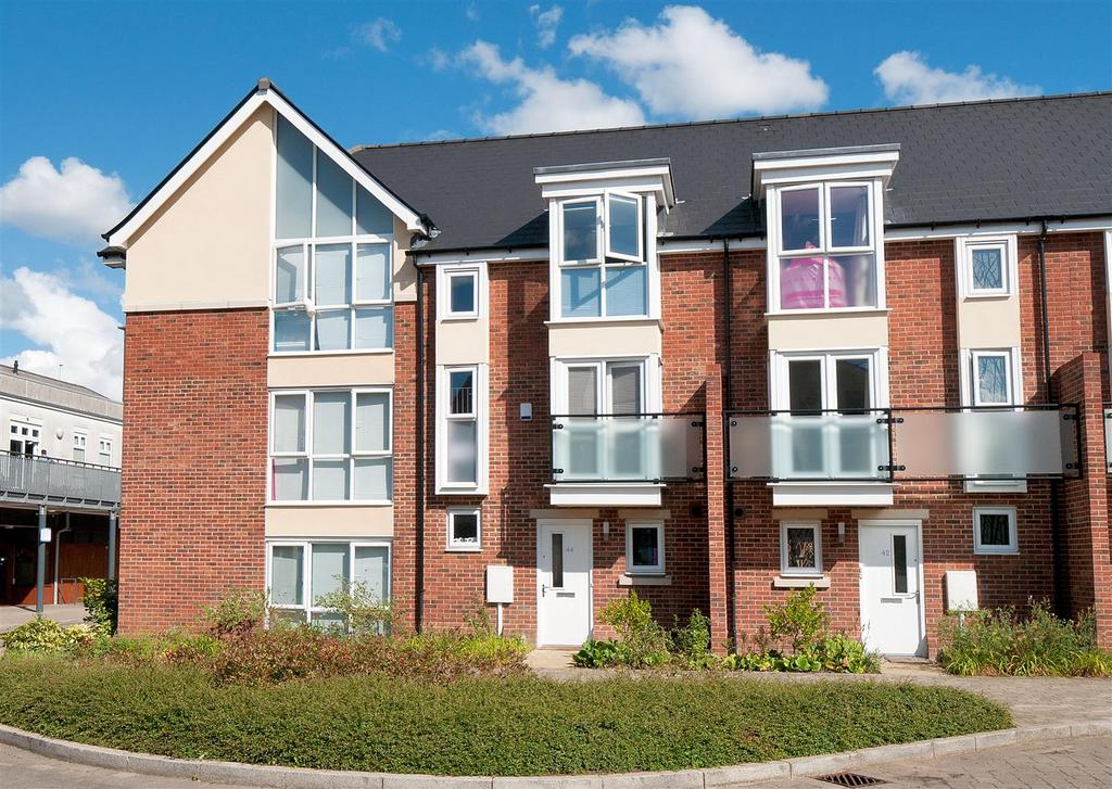4 Bedrooms Terraced House for sale in Queen Street, Kings Hill, ME19 4JP