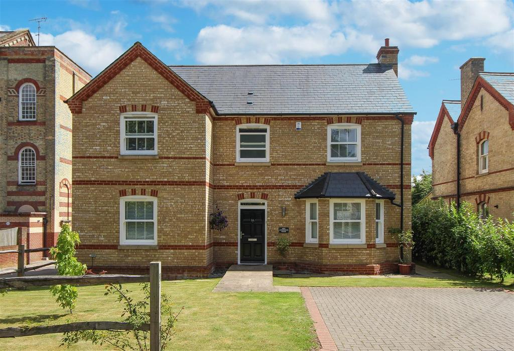 4 Bedrooms Detached House for sale in Anscombe Woods Crescent, Haywards Heath