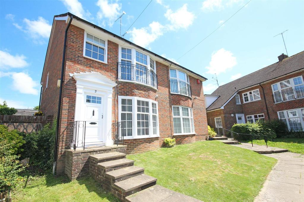 3 Bedrooms Semi Detached House for sale in Brompton Close, Patcham, Brighton