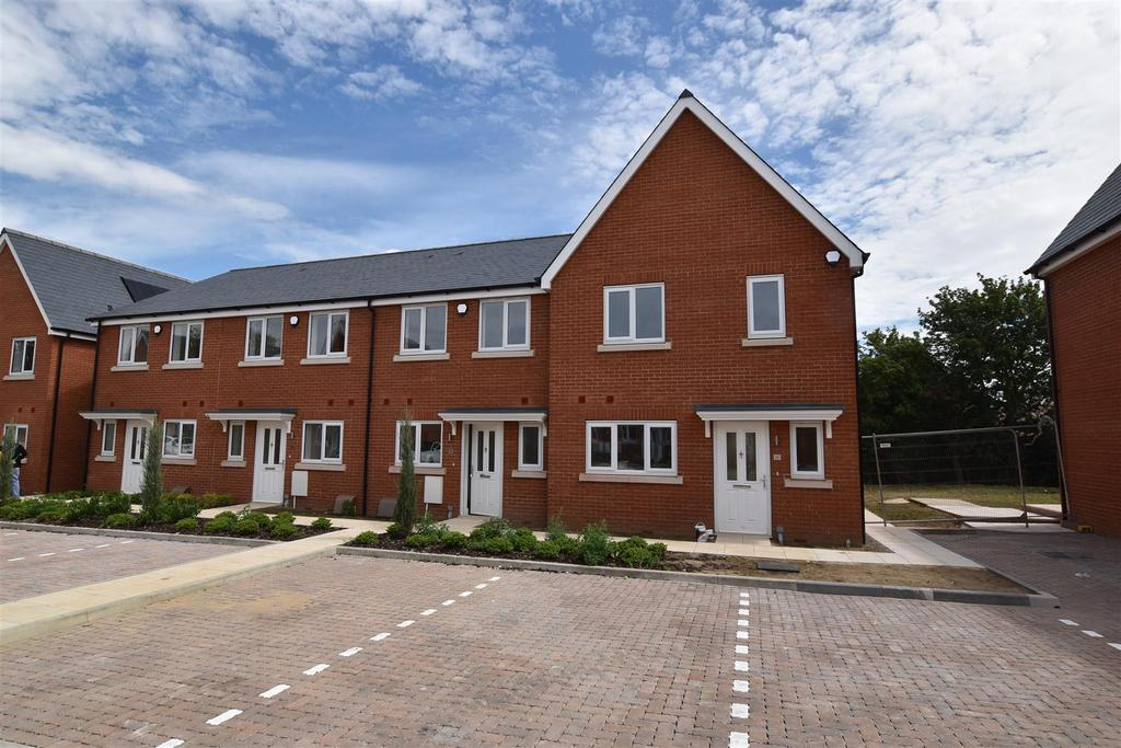 3 Bedrooms Semi Detached House for sale in Highwell Gardens, Main Road, Hawkwell