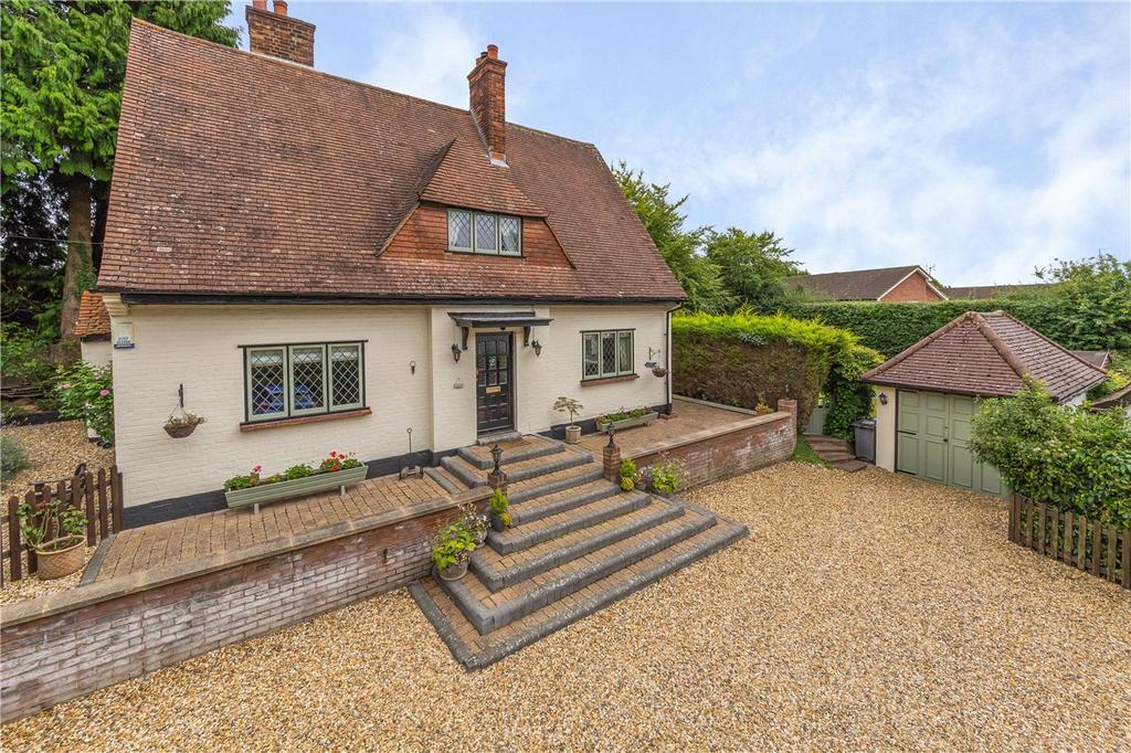 3 Bedrooms Detached House for sale in Park Lane, Knebworth, Hertfordshire