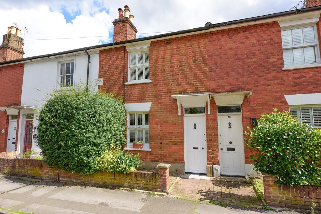 2 Bedrooms Cottage House for sale in York Road, Weybridge, Surrey, KT13