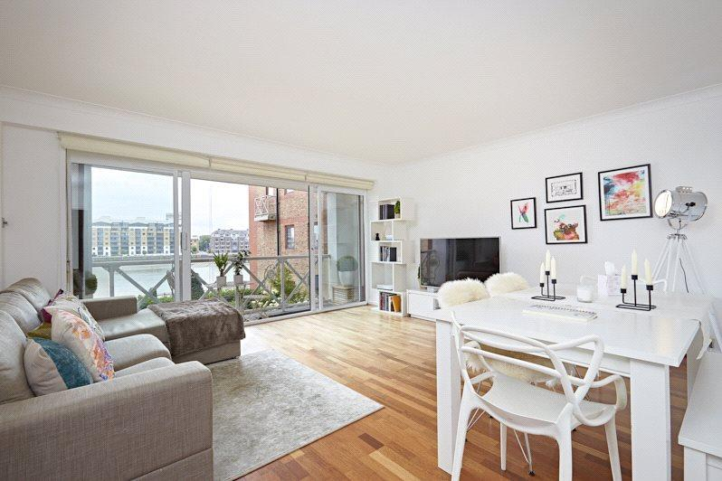 2 Bedrooms Flat for sale in William Morris Way, Fulham, London, SW6