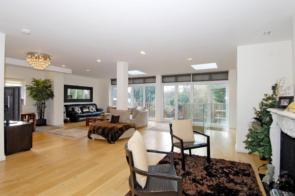 6 Bedrooms Semi Detached House for sale in Deansway, London