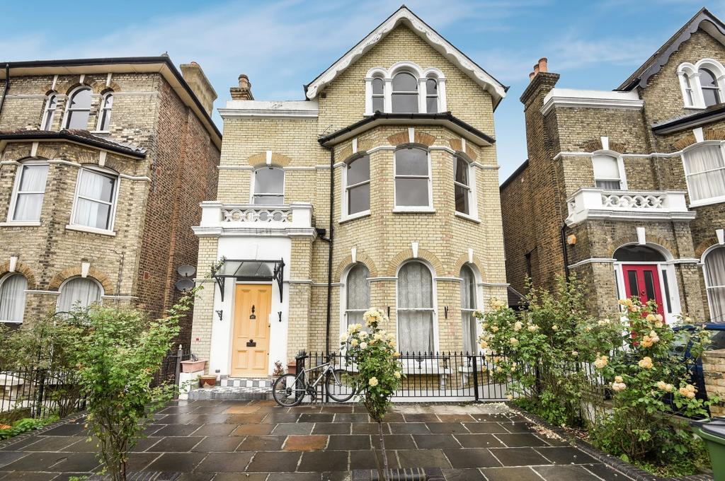 4 Bedrooms Maisonette Flat for sale in Bennett Park London SE3