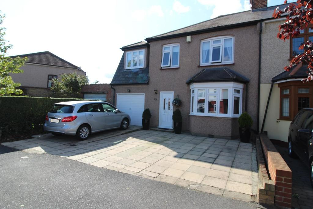 4 Bedrooms Semi Detached House for sale in Argyle Gardens, Upminster, Essex, RM14
