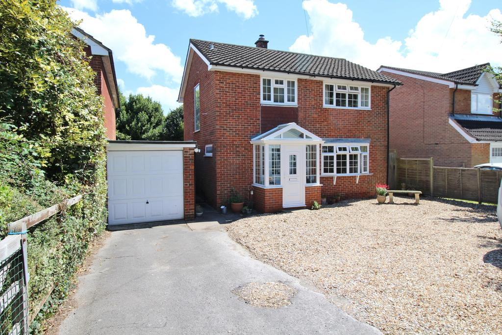 3 Bedrooms Detached House for sale in Raley Road, Locks Heath