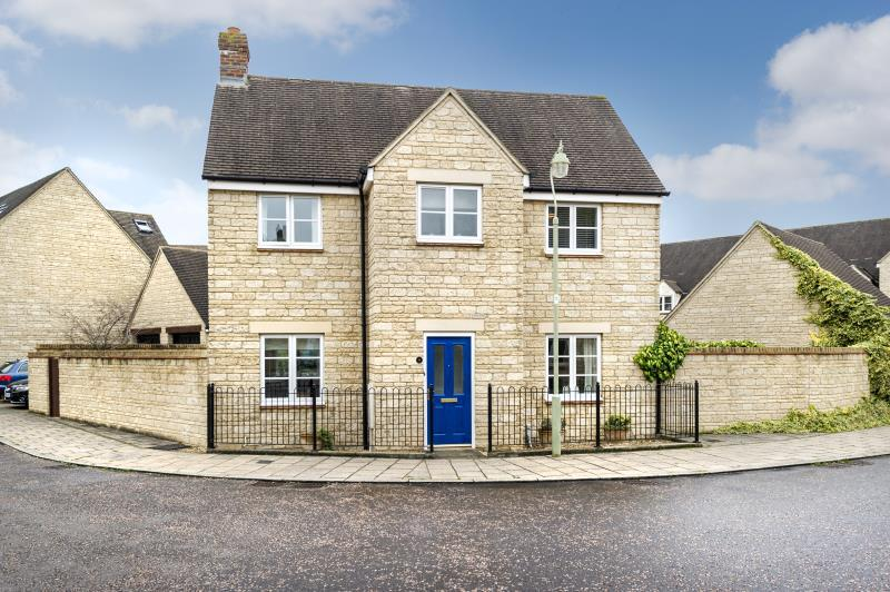 3 Bedrooms Detached House for sale in Hazel Close, Witney, Oxfordshire