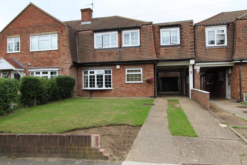 5 Bedrooms Semi Detached House for sale in Mersey Avenue, Upminster, Essex, RM14