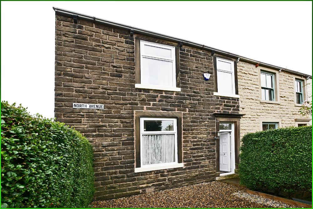4 Bedrooms End Of Terrace House for sale in North Avenue, Barnoldswick BB18