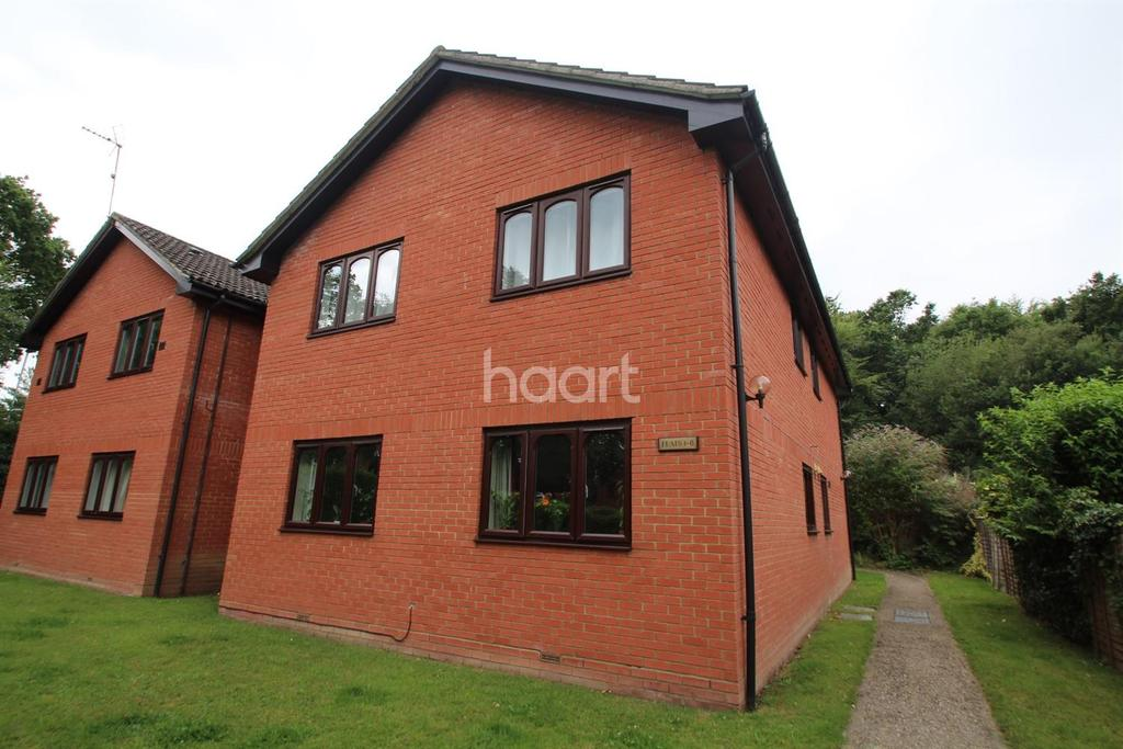 1 Bedroom Flat for sale in Minley Grove, Fleet.