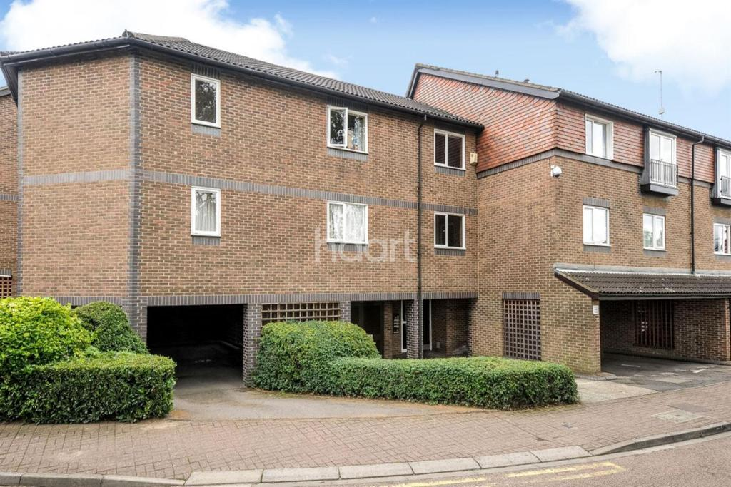 2 Bedrooms Flat for sale in Abbeyfields Close, NW10