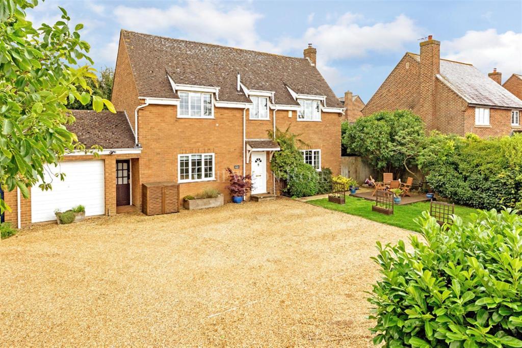 5 Bedrooms Detached House for sale in Castlethorpe