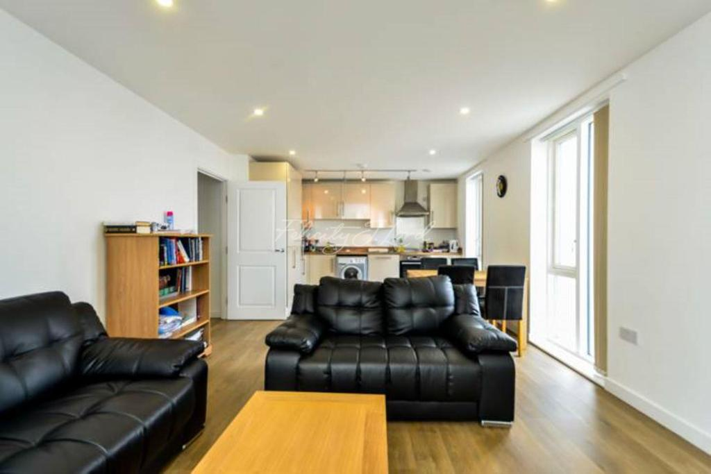 3 Bedrooms Flat for sale in Lonsdale House, E14