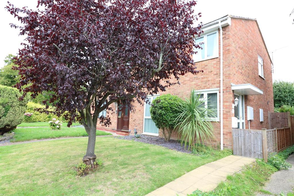 3 Bedrooms Semi Detached House for sale in Skye Close, Calcot, Reading