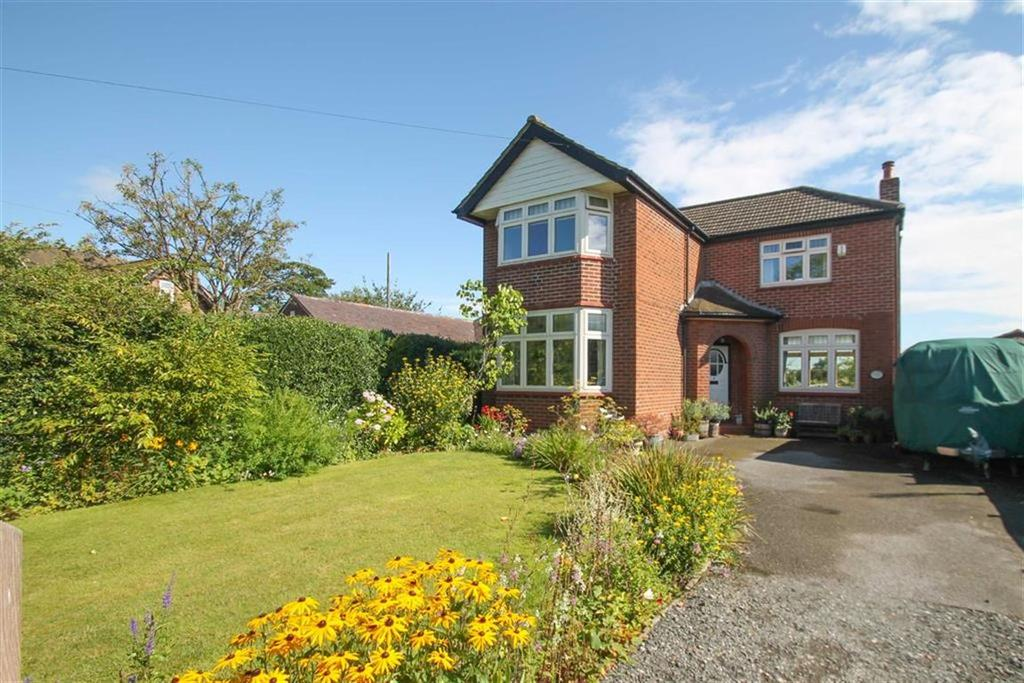 3 Bedrooms Detached House for sale in London Road, Davenham