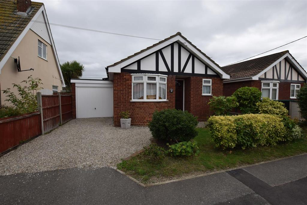 1 Bedroom Detached Bungalow for sale in Marine Avenue, Canvey Island