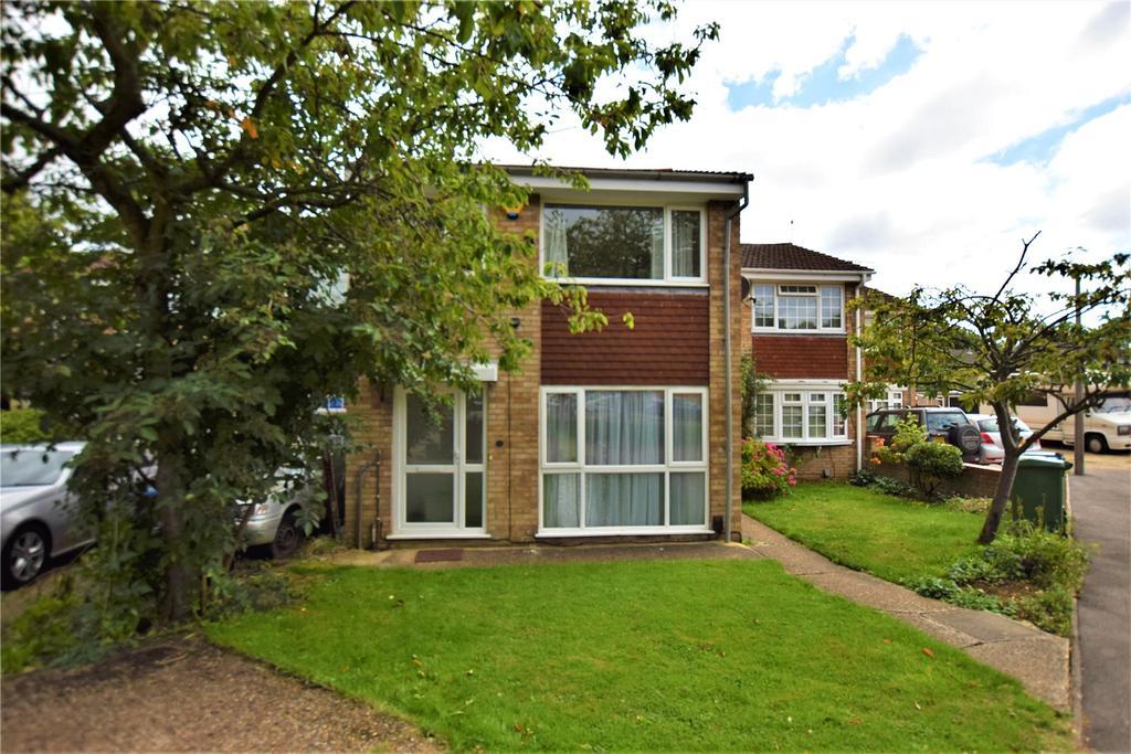 3 Bedrooms Terraced House for sale in Sandridge Close, Hemel Hempstead, Hertfordshire, HP2