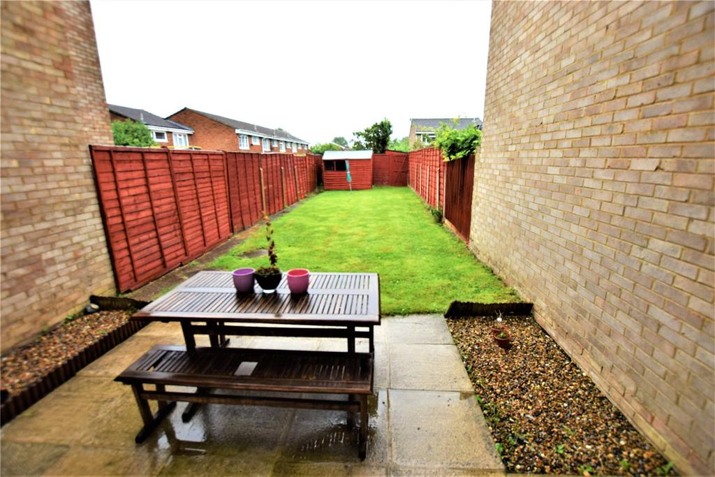 3 Bedrooms Terraced House for sale in Sandridge Close, Hemel Hempstead, Hertfordshire, HP2