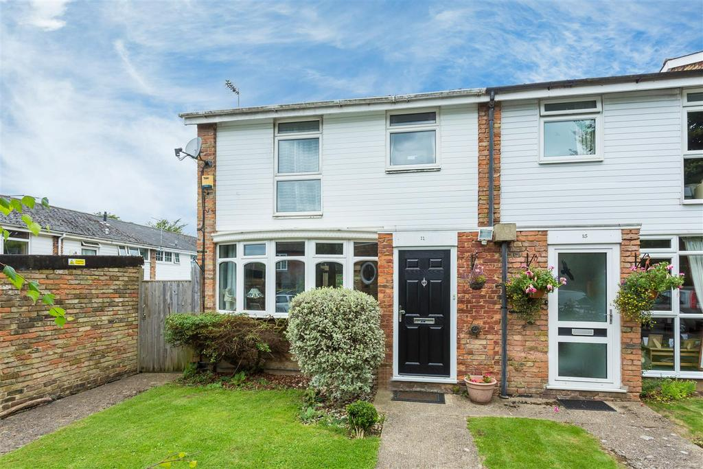 3 Bedrooms Semi Detached House for sale in Maybrook Gardens, High Wycombe