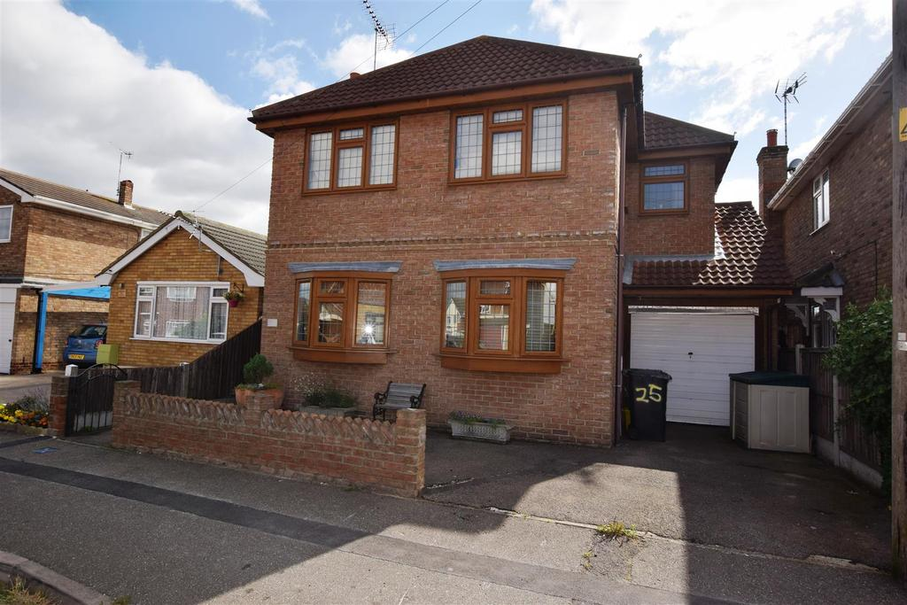 3 Bedrooms Detached House for sale in Gafzelle Drive, Canvey Island
