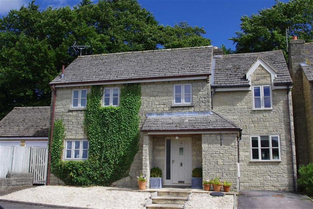 4 Bedrooms Detached House for sale in Nostle Road, Northleach, Gloucestershire