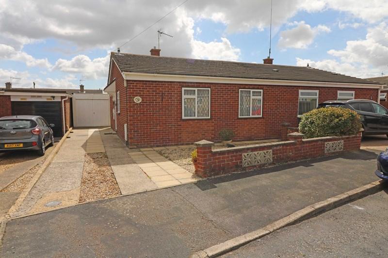 2 Bedrooms Semi Detached Bungalow for sale in Hawthorn Close, Wymondham