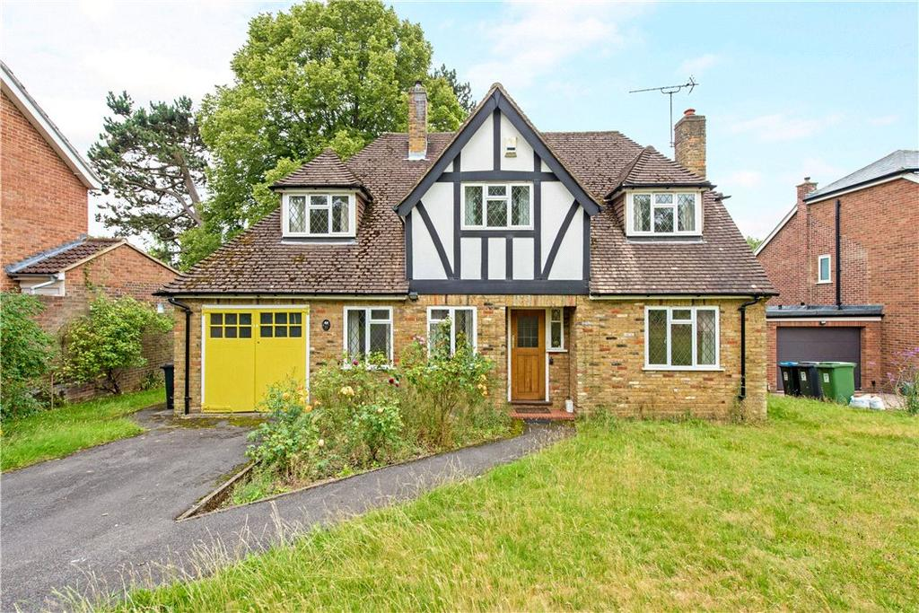 3 Bedrooms Detached House for sale in Gilpins Ride, Berkhamsted, Hertfordshire, HP4