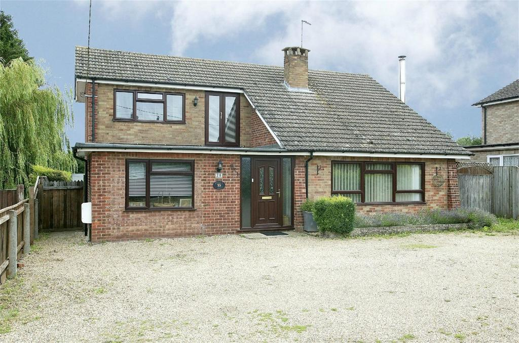 4 Bedrooms Detached House for sale in Swaffham Road, Watton, Norfolk
