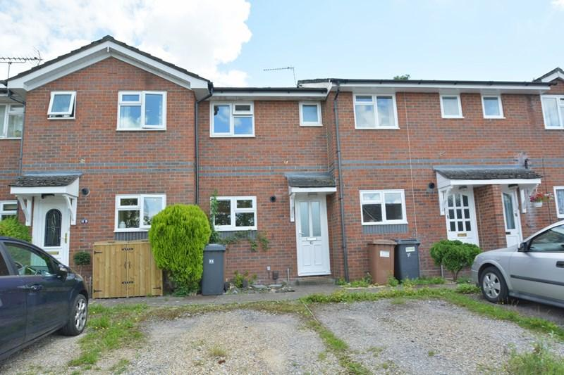 2 Bedrooms Terraced House for sale in Dances Close, Andover