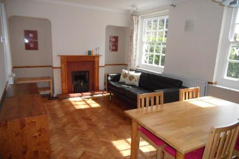 3 bedroom semi-detached house to rent - Saxon Drive, London