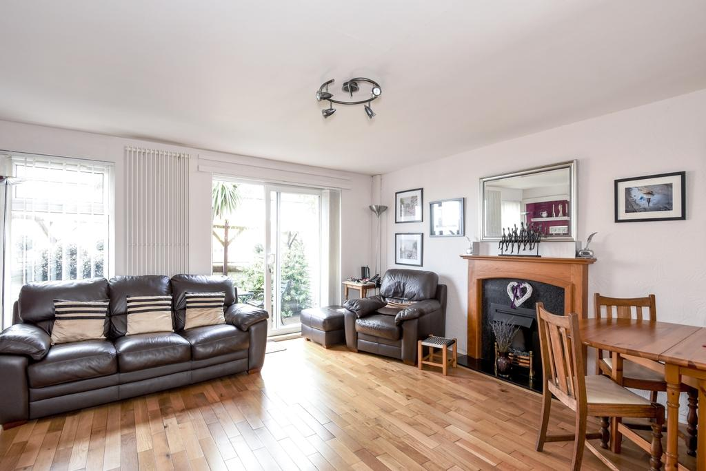 3 Bedrooms End Of Terrace House for sale in Dutton Street London SE10