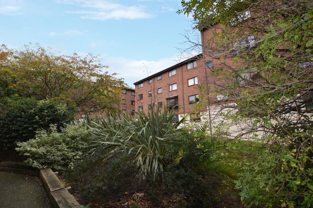 2 Bedrooms Flat for sale in Granville Square SE15