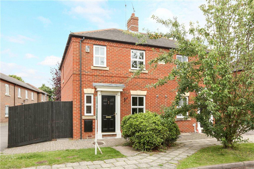 3 Bedrooms Semi Detached House for sale in Prestwold Way, Aylesbury, Buckinghamshire