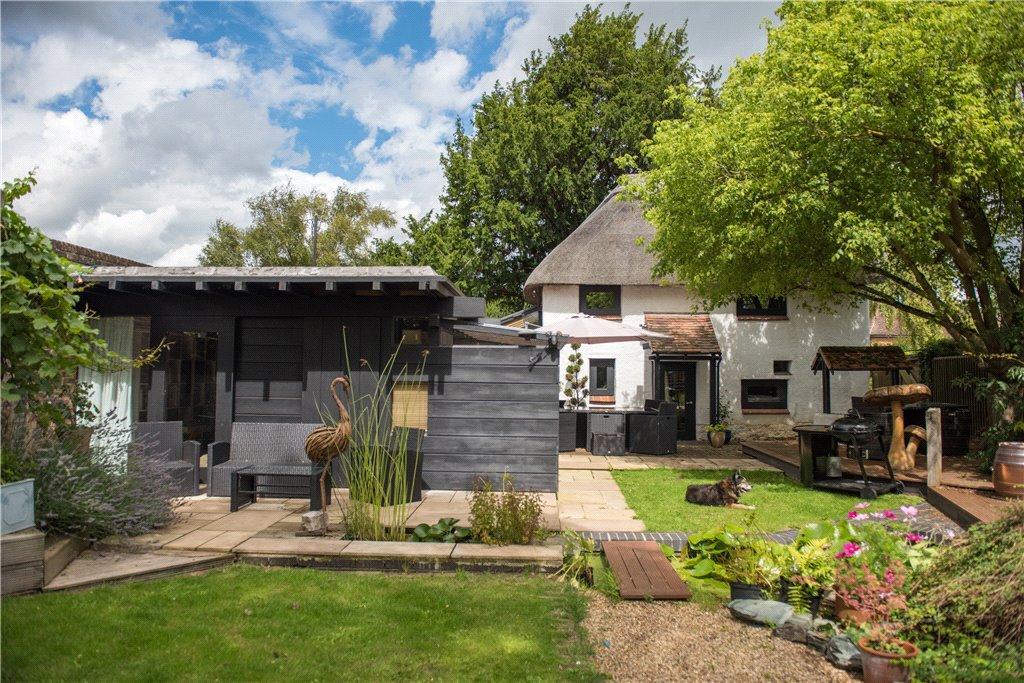 3 Bedrooms Unique Property for sale in Bishopstone Road, Stone, Aylesbury, Buckinghamshire