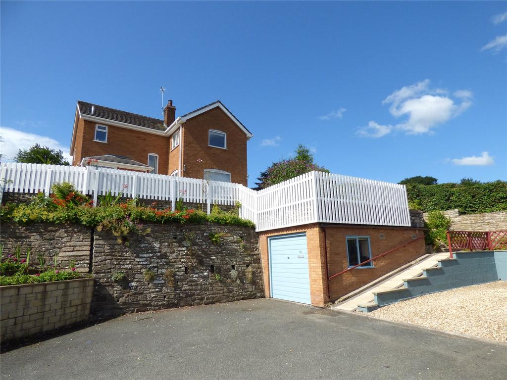 3 Bedrooms Detached House for sale in Begwyns Bluff, Clyro, Hereford, Powys