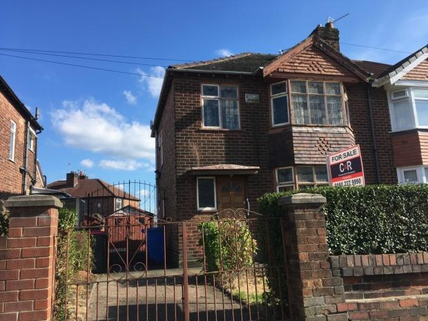 3 Bedrooms Semi Detached House for sale in Gore Crescent, Salford, M5 5LT