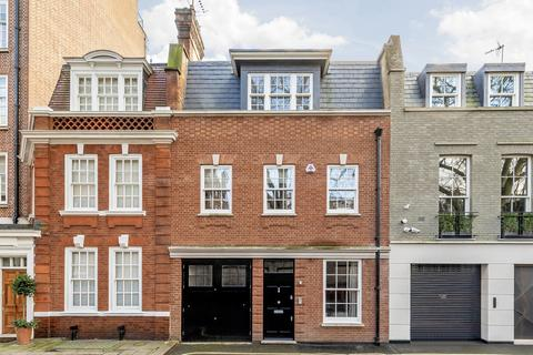 4 bedroom terraced house to rent - Woods Mews, London, W1K
