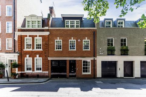 4 bedroom terraced house to rent - Woods Mews, London, W1K