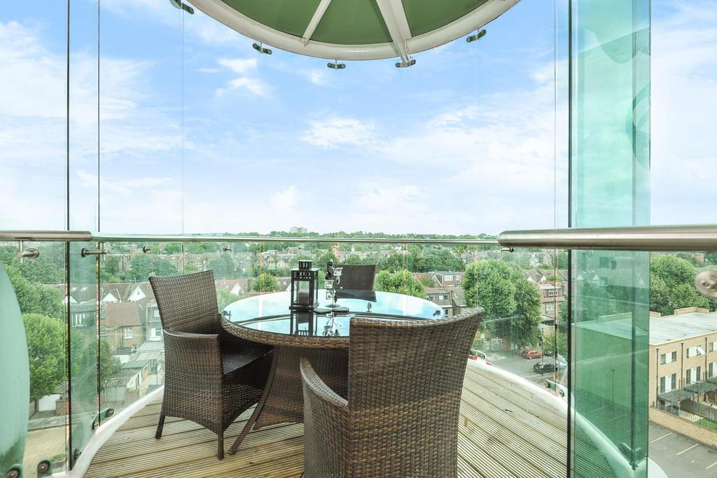 2 Bedrooms Flat for sale in Cavalier House, Ealing