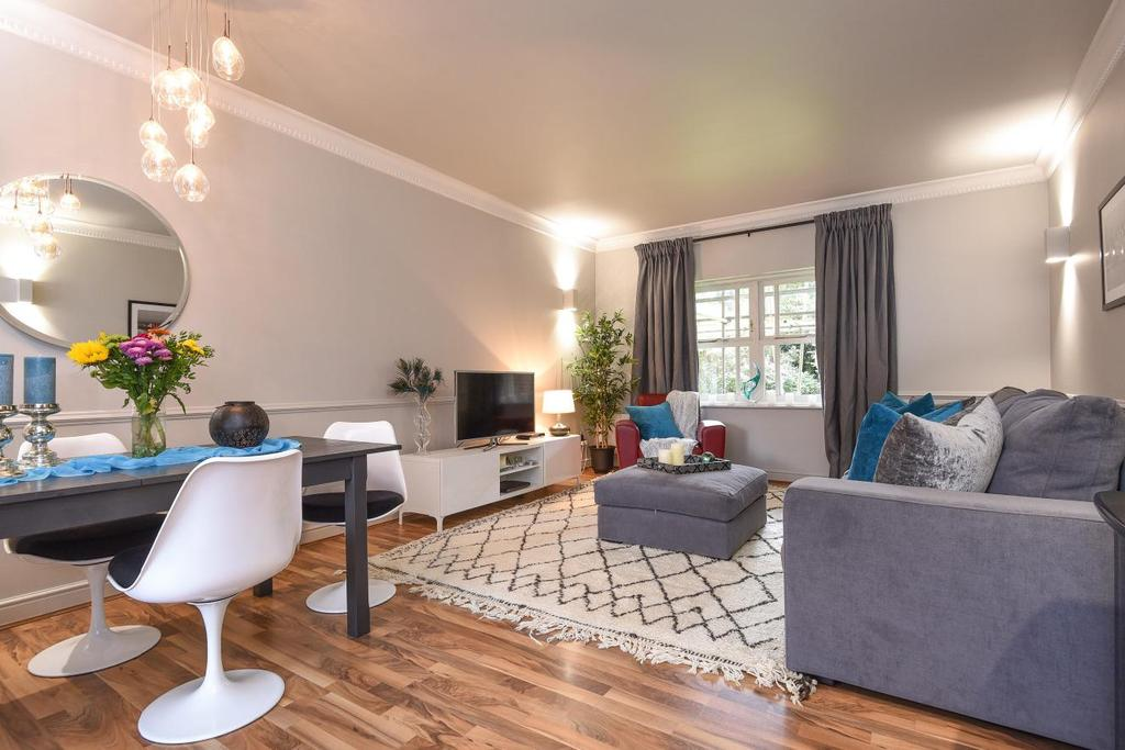2 Bedrooms Flat for sale in Lisle Close, Balham
