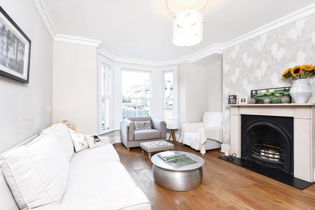 2 Bedrooms Flat for sale in Spencer Road, Battersea