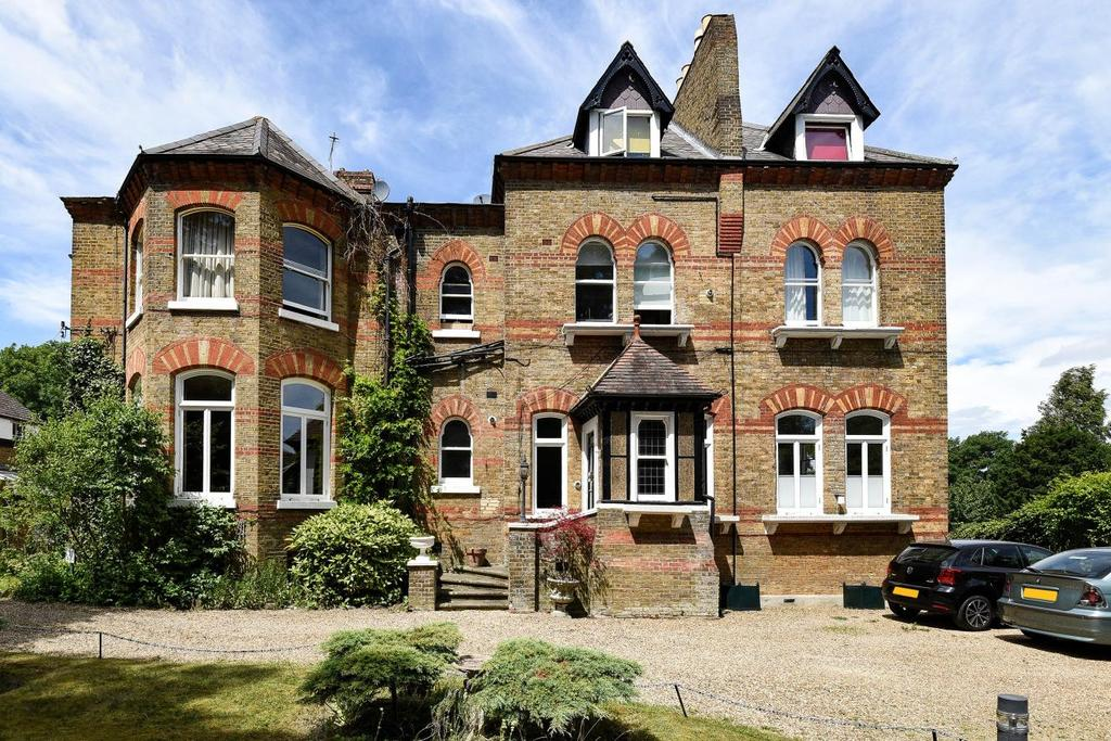 2 Bedrooms Flat for sale in Kingswood Road, Bromley