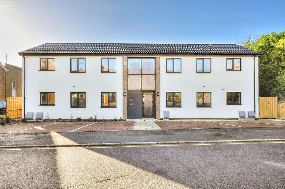 2 Bedrooms Flat for sale in Flat 1, 33 Blackstock Road, Sheffield, S14 1AB