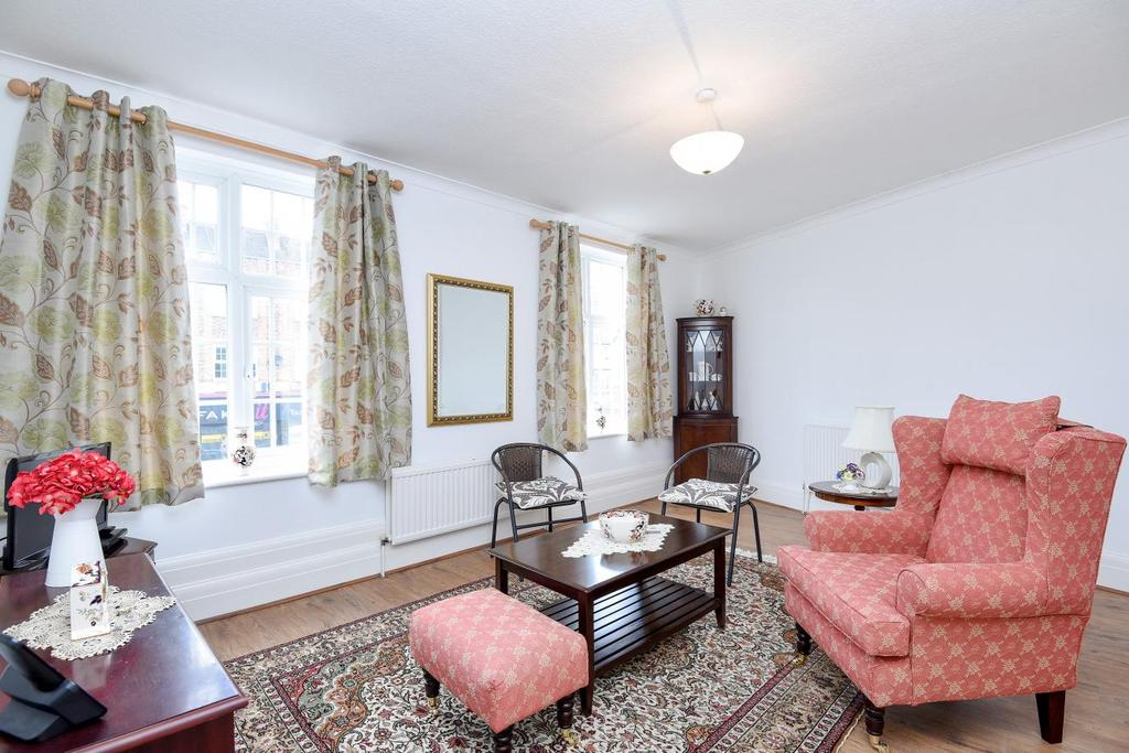 2 Bedrooms Flat for sale in Hampden Square, Southgate
