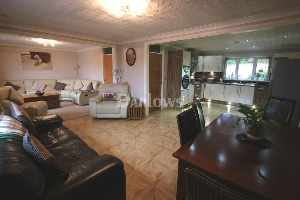 3 Bedrooms Bungalow for sale in Hillview, Georgetown, Tredegar, Blaenau Gwent